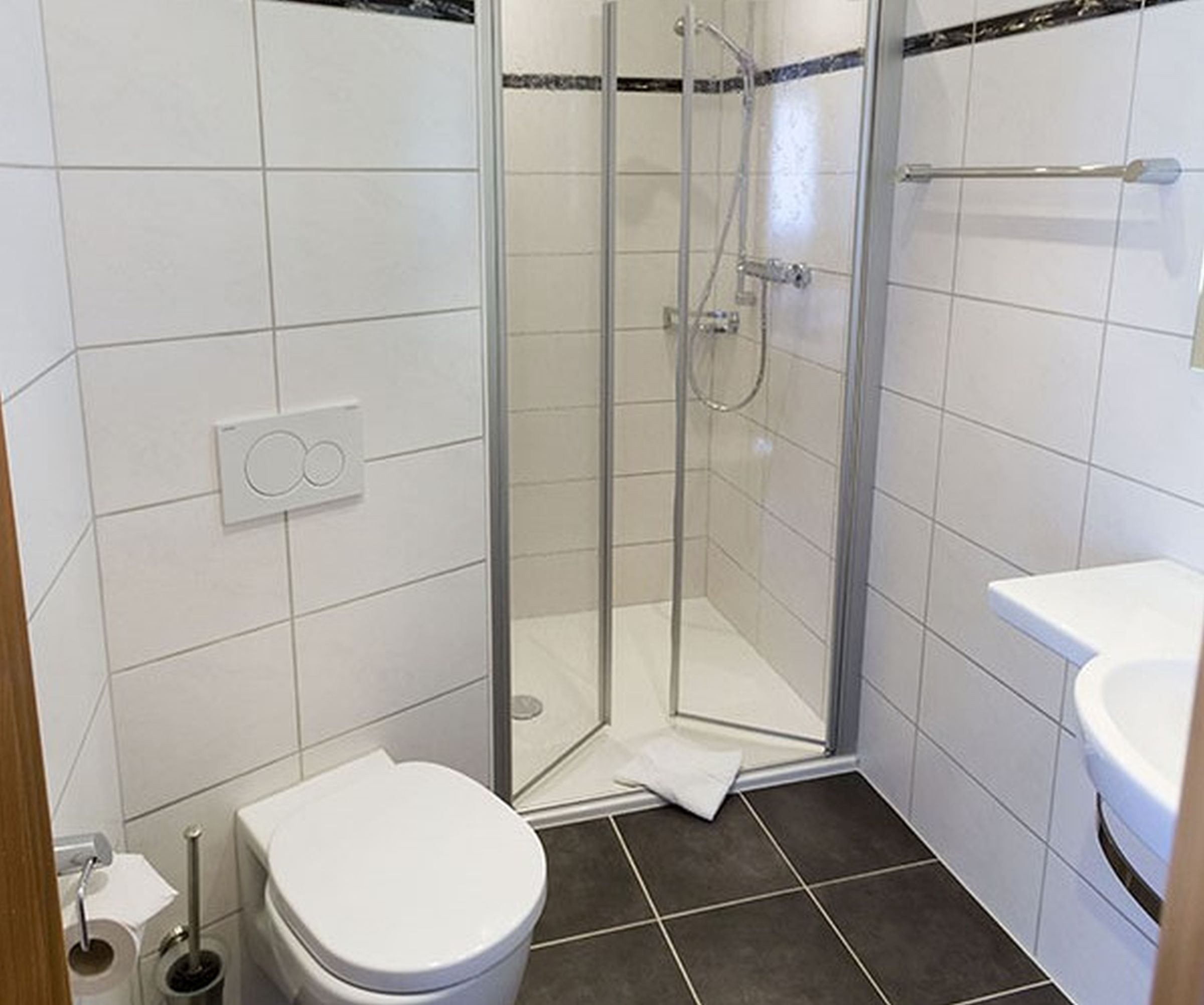 Gasthaus zum rebstock in kressbronn - Badezimmer 15qm ...